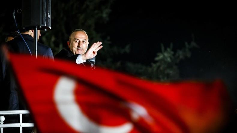 """Türkischer Außenminister Mevlüt Çavuşoğlu: Die Niederlande sind """"Hauptstadt des Faschismus"""""""