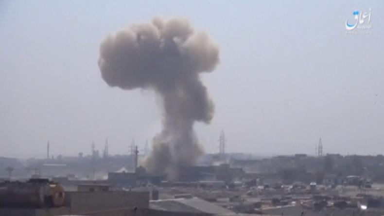 Irak: Zivilisten flüchten vor IS und US-geführten Luftangriffen auf Mossul