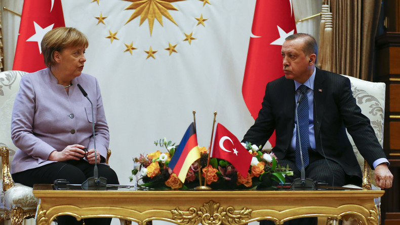"""Erdogan äußert Terror-Vorwurf: """"Verehrte Merkel, Du unterstützt Terroristen"""""""