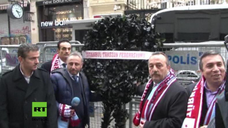 Zeremionelle Trauerkranzniederlegung am niederländischen Konsulat in Istanbul.