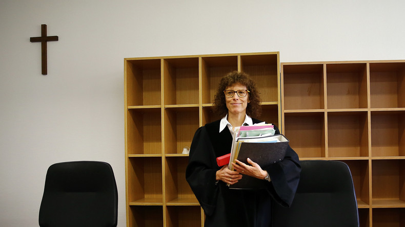RT Deutsch fragt nach: Diskriminieren deutsche Arbeitgeber religiöse Mitarbeiter?