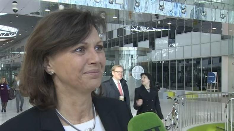 """Wirtschaftsministerin Ilse Aigner (CSU) in Moskau: """"Am Abbau der Sanktionen arbeiten"""""""
