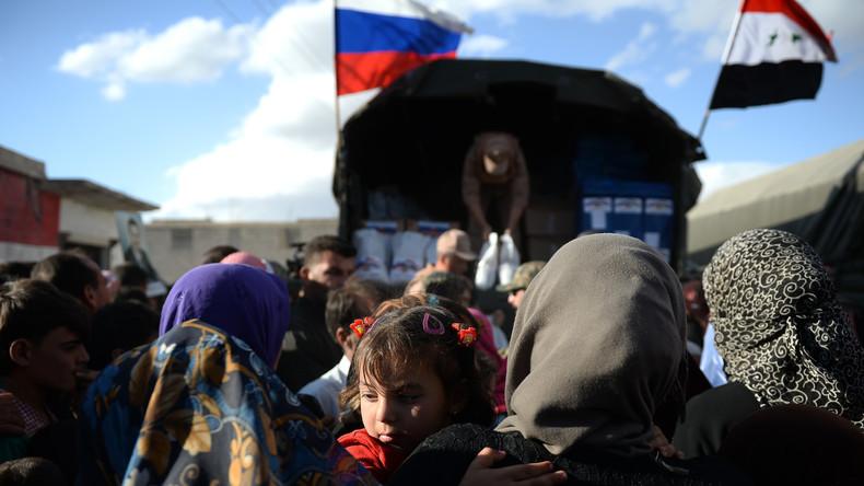 Russische Militärs verteilen unter Syrern sieben Tonnen humanitäre Hilfe