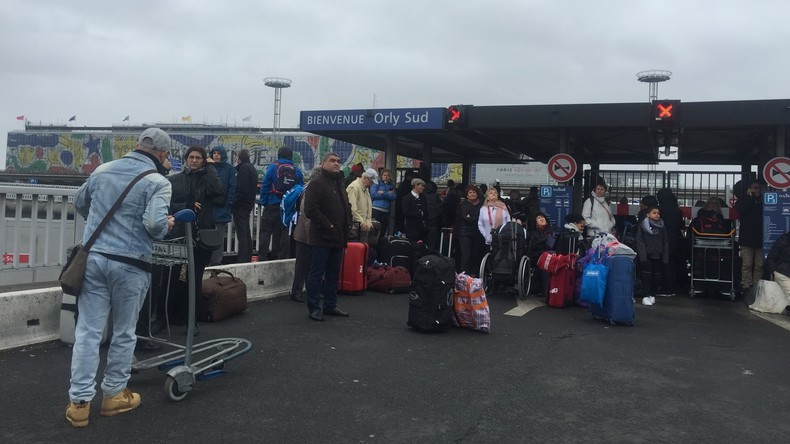 Flughafen Paris-Orly nimmt nach Attacke auf Militärpatrouille beide Terminals wieder in Betrieb
