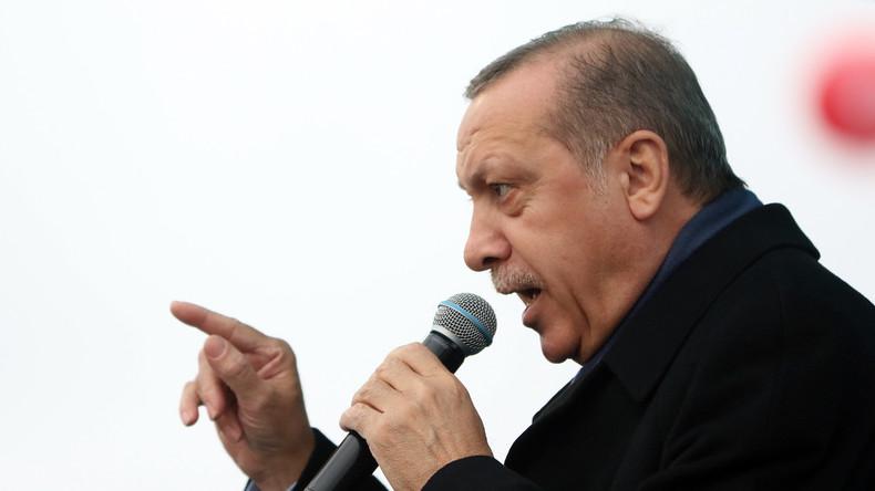 """Recep Tayyip Erdoğan wirft Angela Merkel """"Nazi-Methoden"""" vor"""