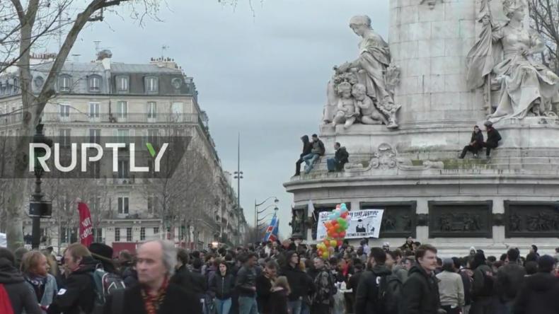 Live: Protestmarsch gegen Polizei-Brutalität und Rassismus in Paris