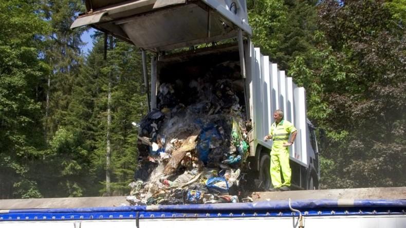 Bei Paris fast 50 Müllwagen im Wert von über einer Million Euro verbrannt
