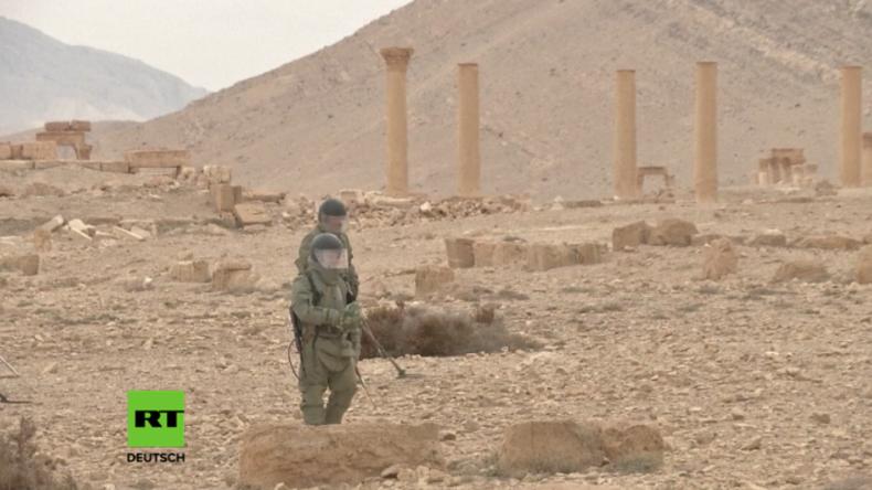 Russische Experten entminen Palmyra.