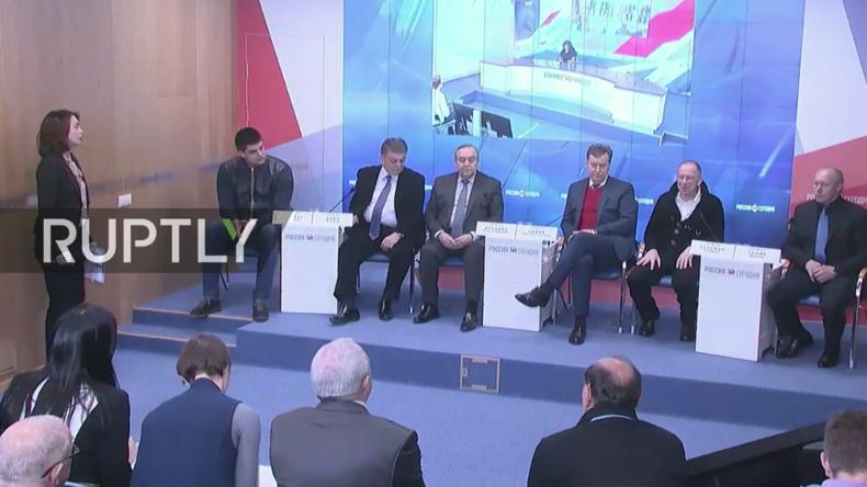 Politiker aus Europa geben Pressekonferenz nach Krim-Besuch.