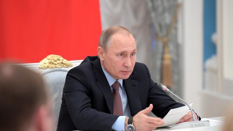 Putin am 25. November 2016 bei einem Treffen des Rates für strategische Entwicklungs- und Schwerpunktprojekte in Moskau.
