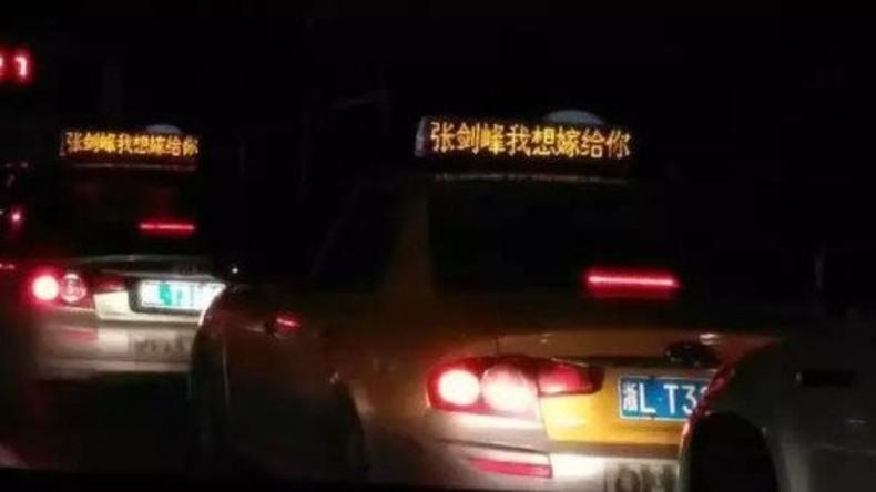 Chinesin mietet 900 Taxis für Heiratsantrag an ihren Freund