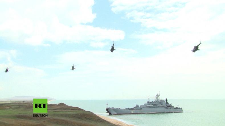 Militärübung an der Küste der Krim.
