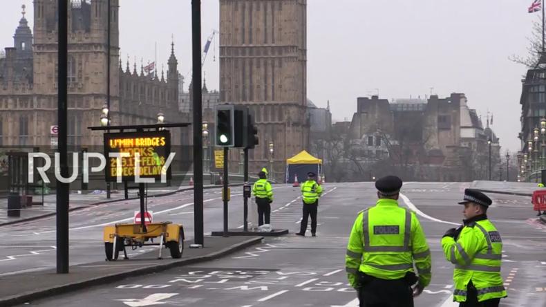 Einen Tag nach dem Angriff ist die Polizeipräsenz noch immer massiv im Herzen Londons.