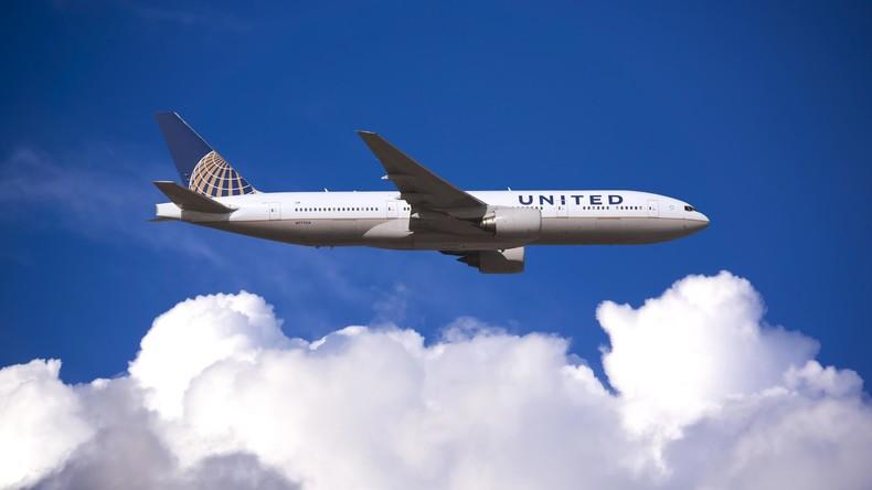 Ärger für Fluggesellschaft | United Airlines verbietet Mädchen Leggings