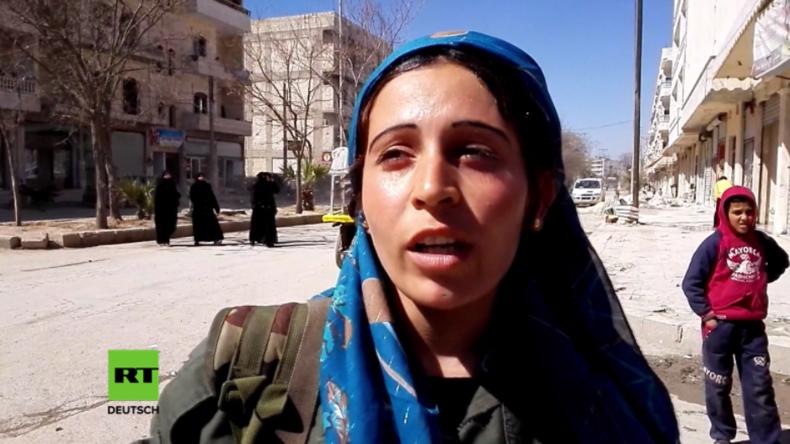 Soldatin der Frauen-Schutz-Einheit der YPG in Manbidsch erklärt Erdogan und dem IS den Krieg.