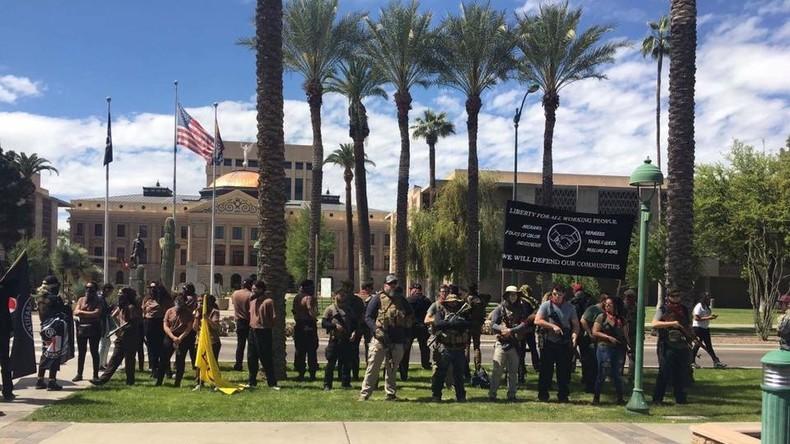 """Der """"Phoenix John Brown Gun Club"""": Mit halbautomatischen Gewehren gegen Trump"""