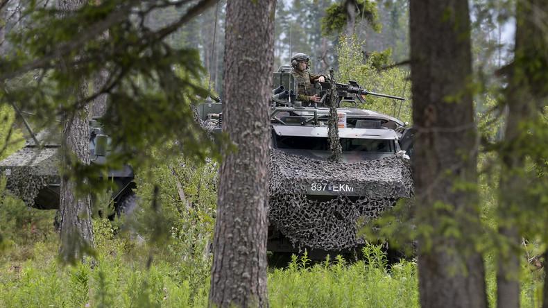 Französische Panzer treffen in Estland ein