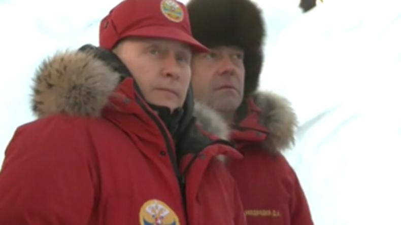 Putin, Medwedew und Schoigu bei Gletschertour auf Franz Josef Land