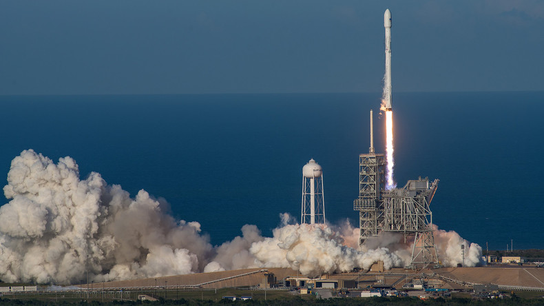 Erste erfolgreiche Wiederverwendung einer Weltraumrakete - Start und Landung auf Drohnenschiff