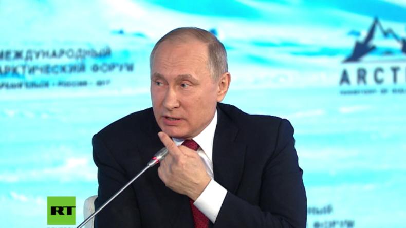 Putin beantwortet Frage auf Englisch.