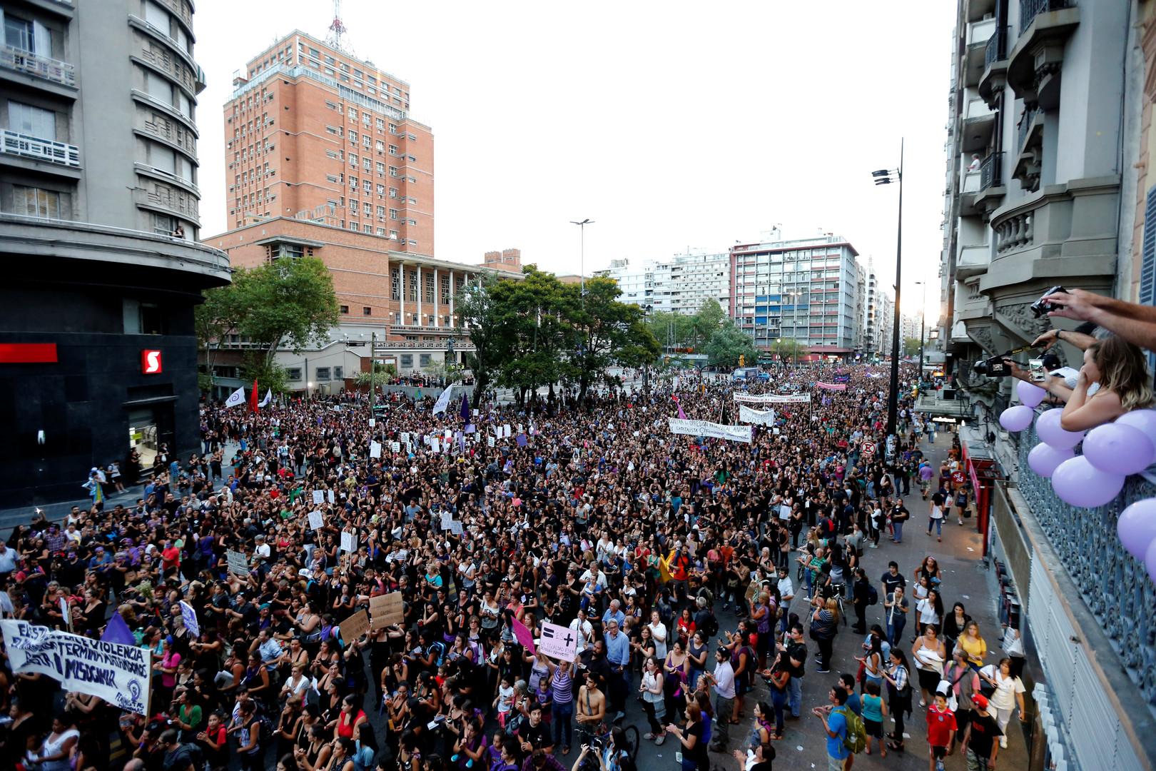 Uruguay: Massendemonstrationen und politischer Streik gegen häusliche Gewalt und Frauenmorde