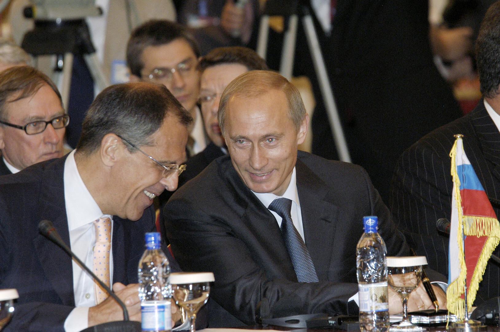 Der russische Präsident Wladimir Putin und Außenminister Sergej Lawrow im Juni 2004.