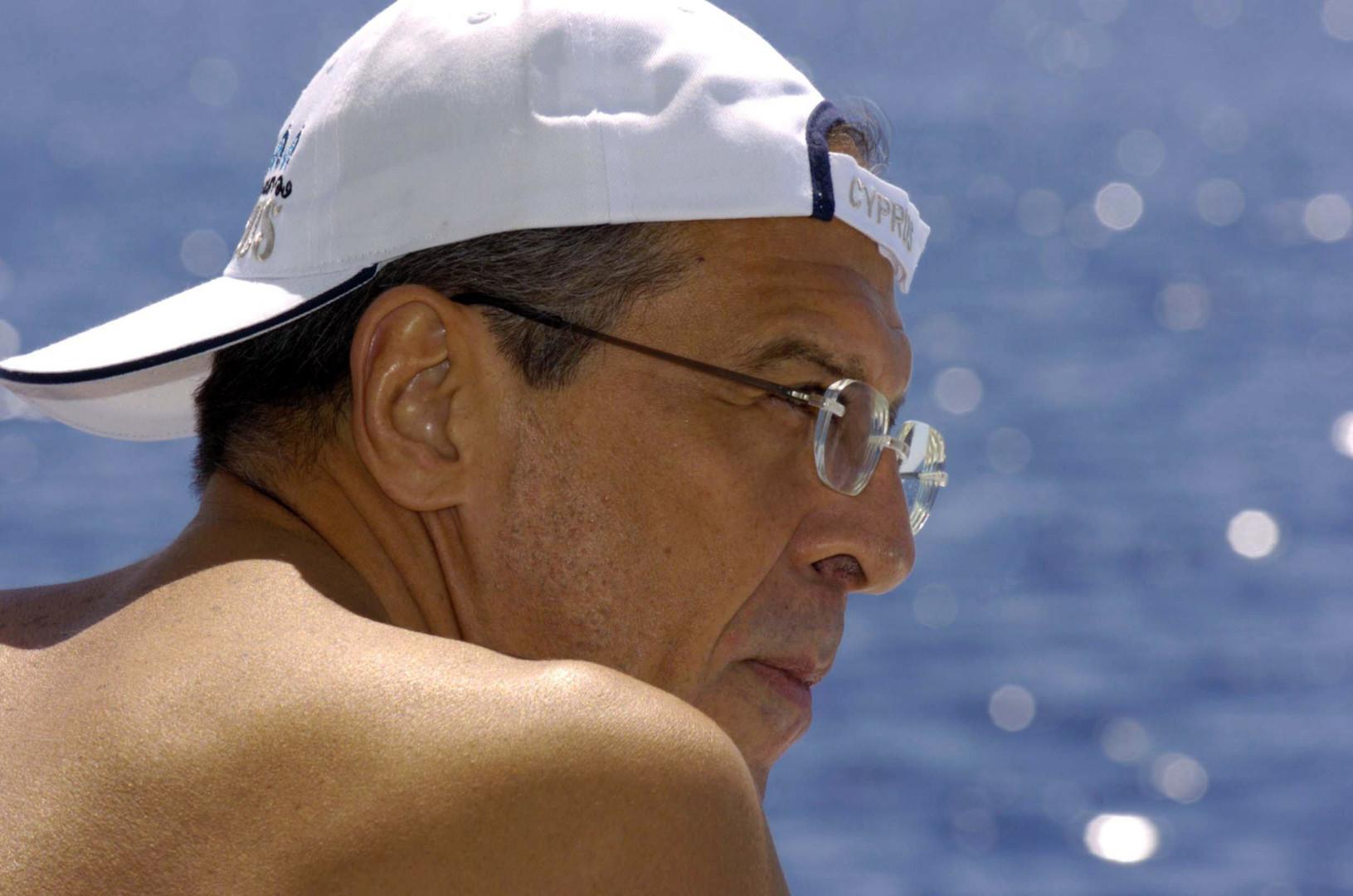 Sergej Lawrow am Meer auf Zypern am 01. Dezember 2005.