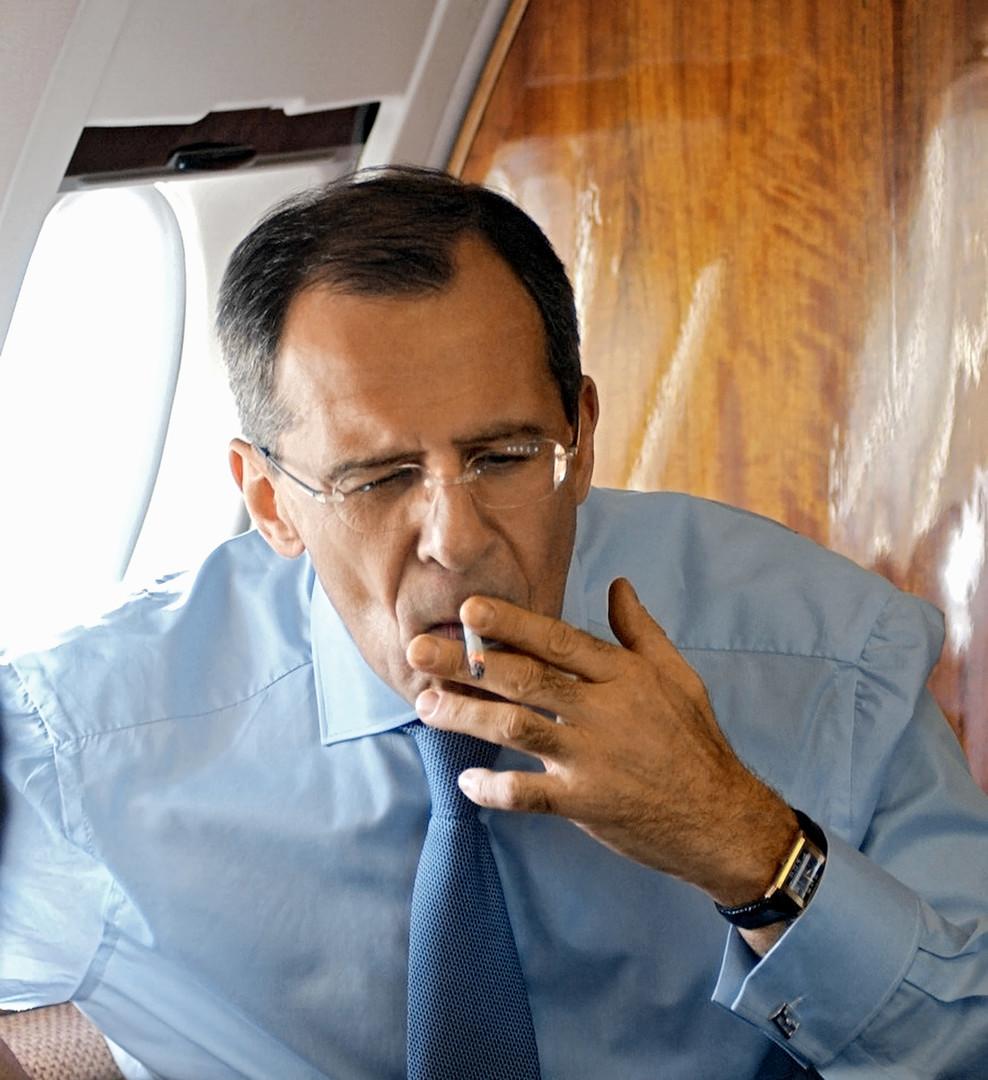 Der russische Außenminister ist starker Raucher. 2003 protestierte er gegen eine Entscheidung des damaligen UN-Generalsekretärs Kofi Annan, nach dieser ein Rauchverbot im UN-Hauptquartier eingeführt werde. Lawrow rauchte aus Protest weiter im UN-Hauptgebäude.