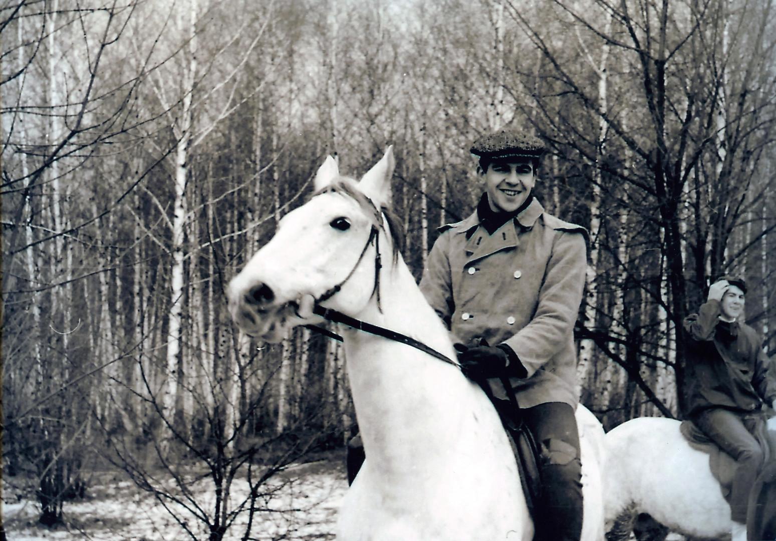 Ein Bild aus Lawrows Jugend zeigt, dass der Außenminister auch reiten kann.