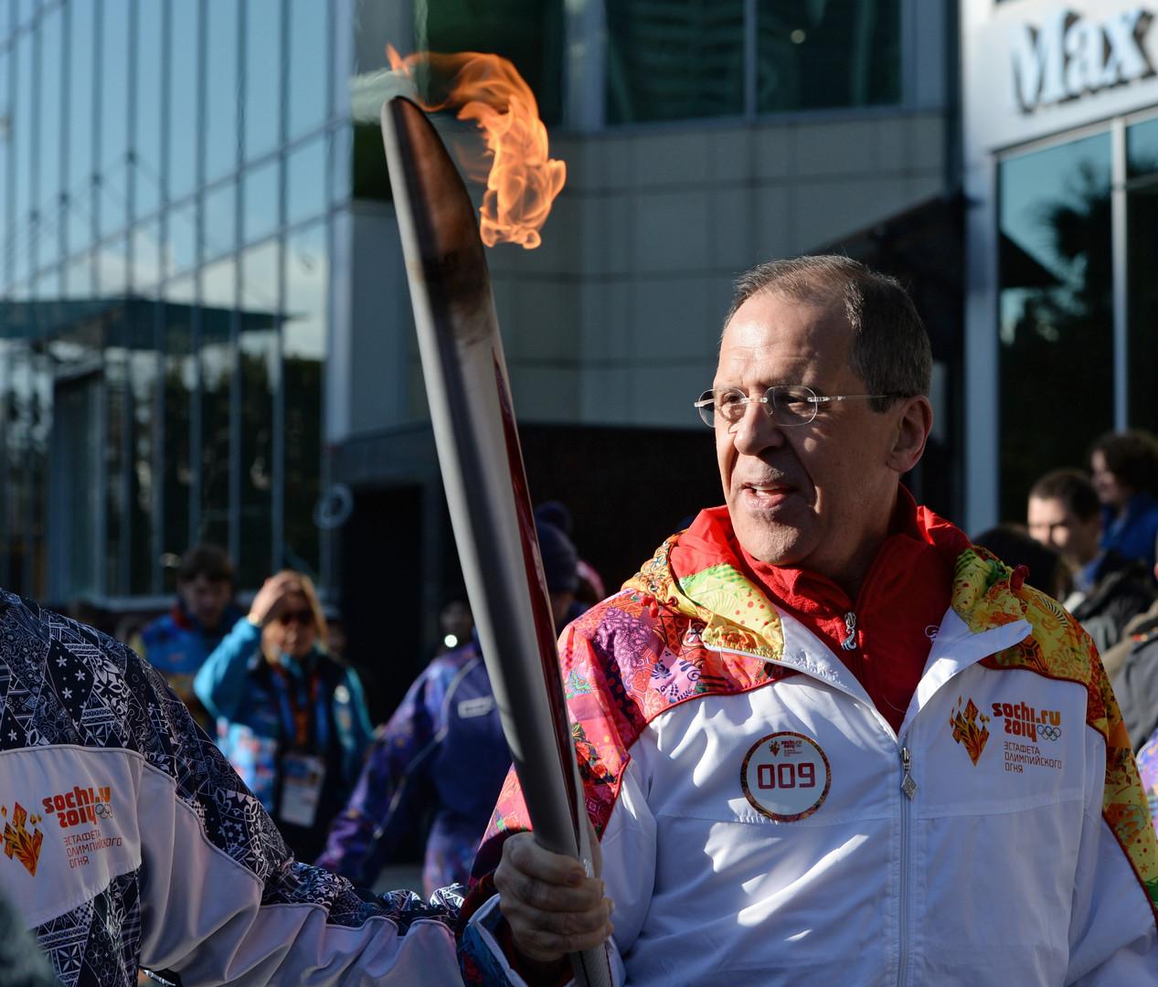 Der russische Außenminister Sergej Lawrow während des Olympischen Fackellaufs im Februar 2014 in Sotschi.