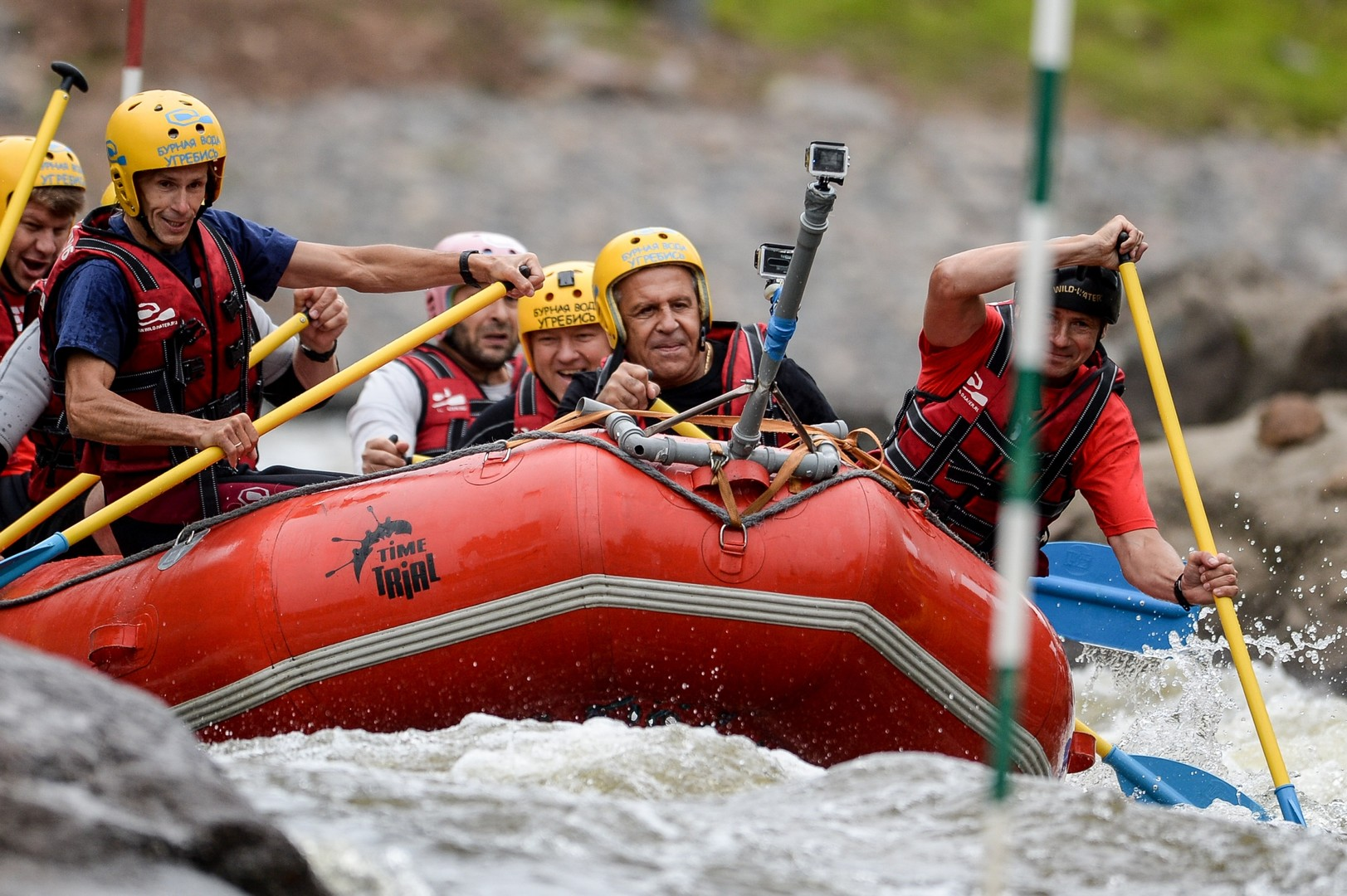 Lawrow probierte 2015 in Nowgorod das Rafting aus.