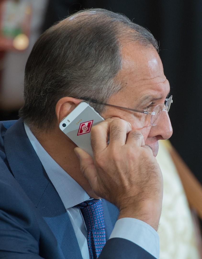 """Lawrows Mobiltelefon nach ist er ein Fan des Fußball-Clubs """"Spartak Moskau""""."""
