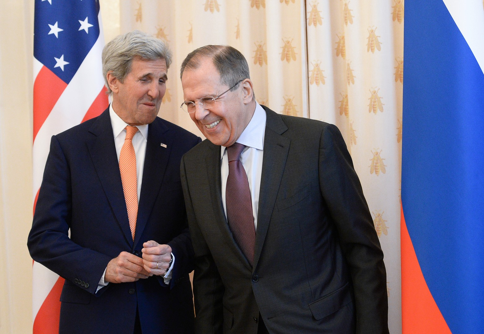 Obwohl es zwischen den USA und Russland kriselt, gibt es zwischen den beiden Diplomaten freundliche Momente. Aufgenommen am 24. März 2016.