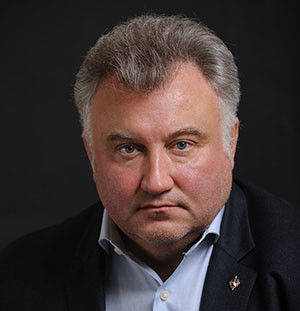 Oleg Kalaschnikow, ehemaliger Rada-Abgeordneter der Partei der Regionen. Er Starb am 15. April 2015. Kalaschnikow wurde vor der Tür seiner Wohnung in Kiew erschossen.