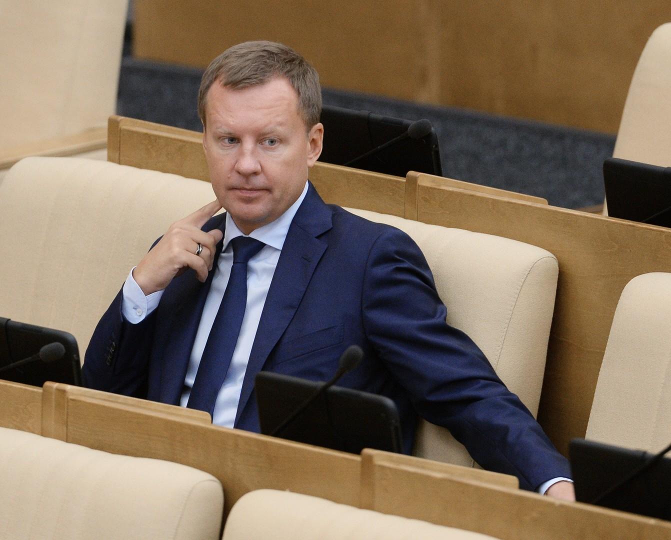Denis Woronenkow, ehemaliger Duma-Abgeordneter. Er starb am 23. März 2017. Woronenkow wurde in der Innenstadt Kiews nahe des Hotels Premier Palace erschossen.