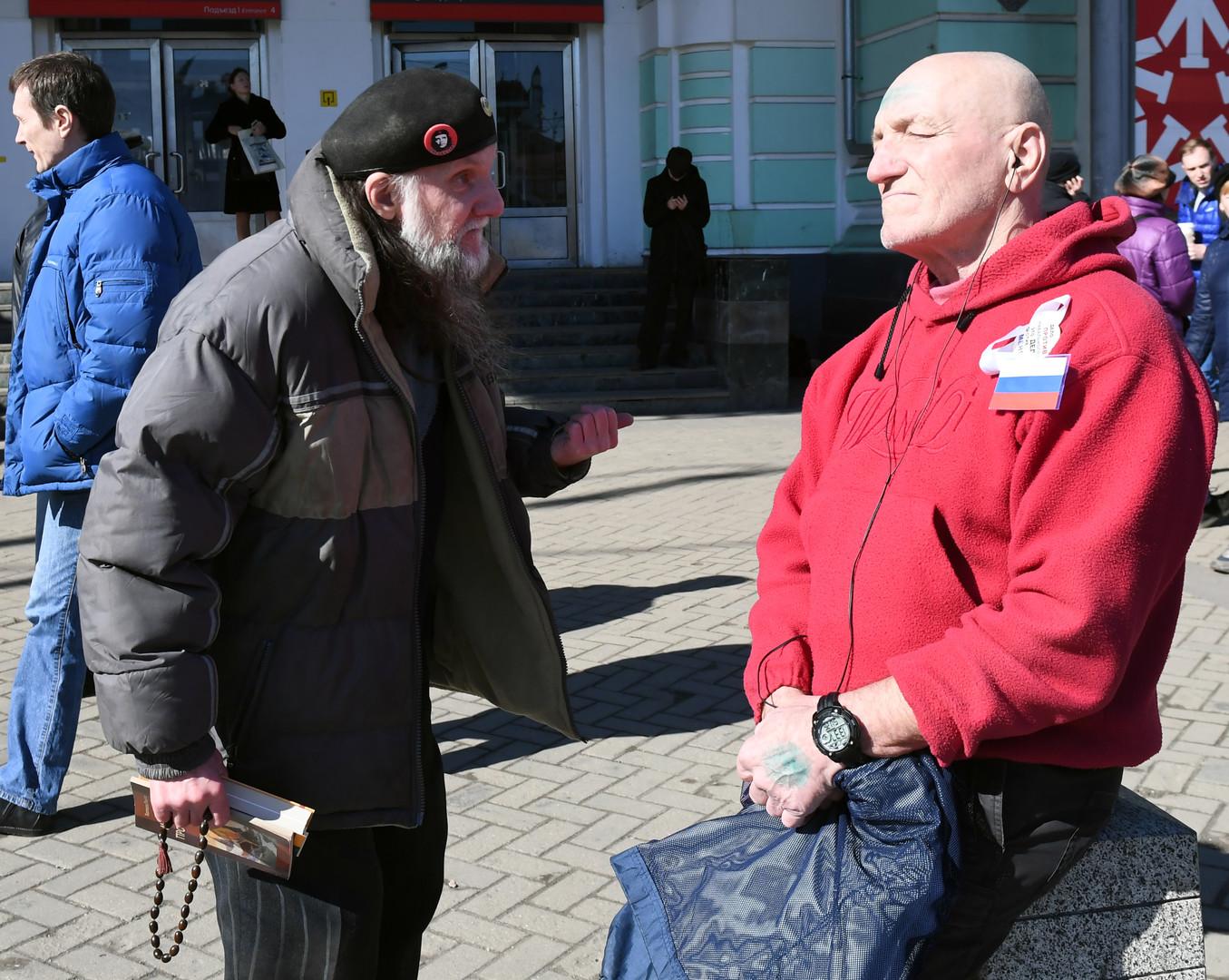 Teilnehmer der nicht genehmigten Anti-Korruptions-Demonstration am 26. März 2017 vor dem Belaruskaja Bahnhof in Moskau.