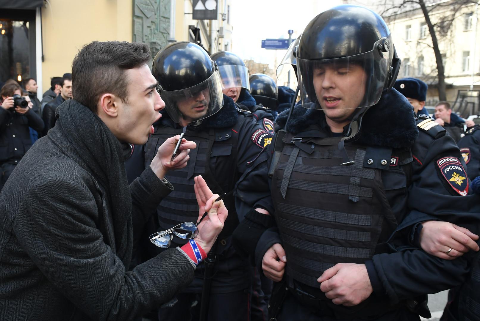 Nawalny: 320 Euro Geldstrafe und 15 Tage Haft wegen Verletzung der öffentlichen Ordnung