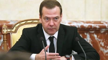 Der Premierminister der Russischen Föderation, Dmitri Medwedew, ruft die russische Wirtschaft dazu auf, sich auf die eigenen Stärken zu besinnen.
