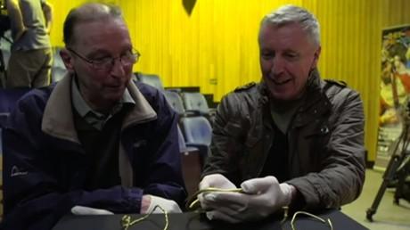 Britische Archäologen-Amateure finden 2,500 Jahre altes goldenes Schmuck