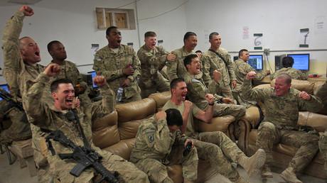 U.S. Army beim Videospielen auf ihrem Stützpunkt im Kherwar Distrikt, Logar Provinz, Afghanistan, 24. Mai 2012.