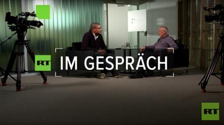 Der ehemalige Tagesschau-Redakteur Volker Bräutigam im Gespräch mit RT Deutsch Redakteur Kani Tuyala