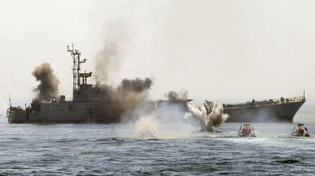 Kriegsübungen der iranischen Marine im Persischen Golf und der Straße von Hormuz, 22. April 2010.