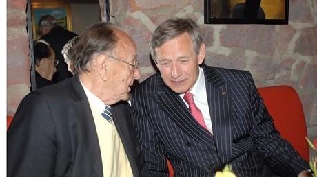 Frank Elbe im Gespräch mit dem ehemaligen deutschen Außenminister Hans-Dietrich Genscher