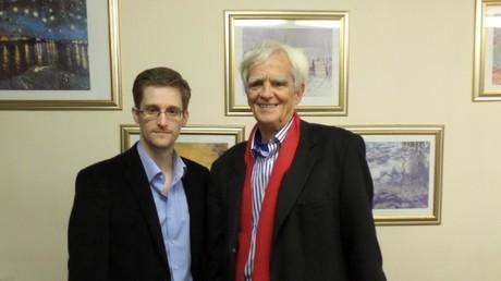 Hans-Christian Ströbele traf den NSA-Whistleblower Edward Snowden 2013 in Moskau.
