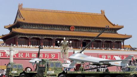 Auf einer Militärparade zum 70-jährigen Gedenken des Zweiten Weltkriegsendes wird eine Drohne vom Typ Pterodactyl I präsentiert , Peking, China, 3.September 2015. RLee