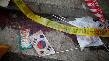 Eine mit Blut durchtränkte südkoreanische Flagge nach der Eskalation von Protesten gegen die Amtsenthebung der Präsidentin Park; Seoul, Südkorea, 10. März 2017.