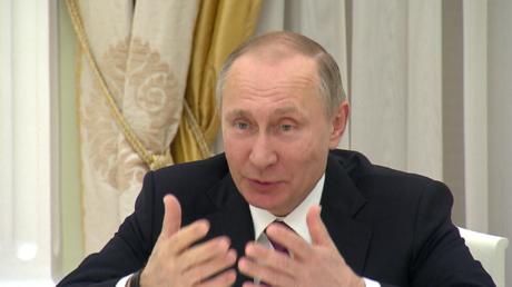 Putin spricht mit Sigmar Gabriel in Moskau.