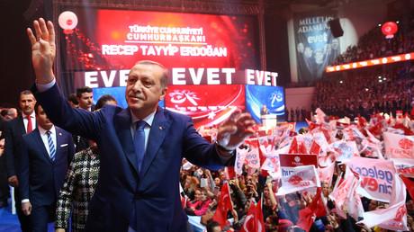 Retourkutsche: Erdoğan droht Niederländern mit Flugverbot