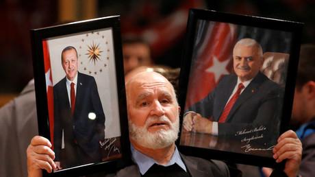Çavuşoğlu spricht vor Landsleuten in Metz - Erdoğan dankt Frankreich für Auftrittserlaubnis