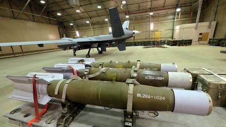 Gefährliche Ladung: Drei 500-Pfund-Bomben warten darauf, auf eine US-Drohne geladen zu werden. Amerikanischer Stützpunkt Kandahar, Afghanistan, 9. März 2016.
